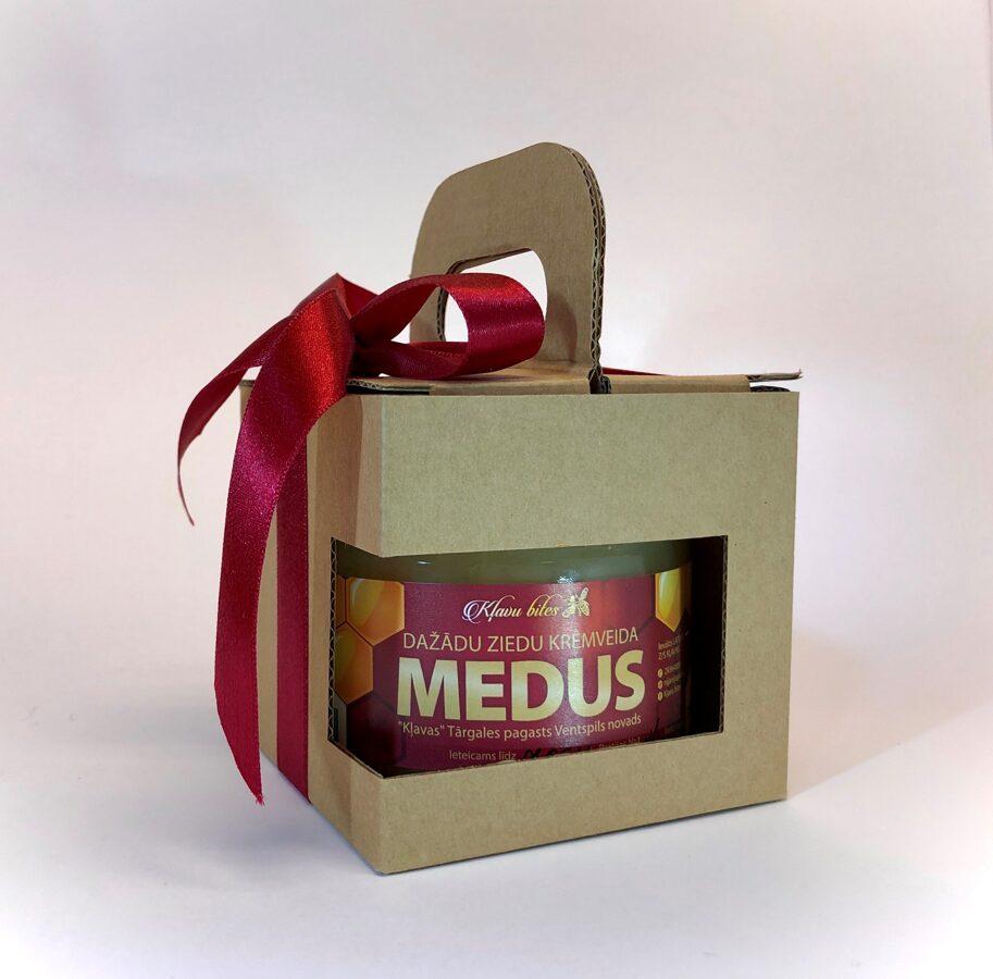 Dāvana kastītē